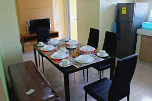 Arcel dining set with tableware